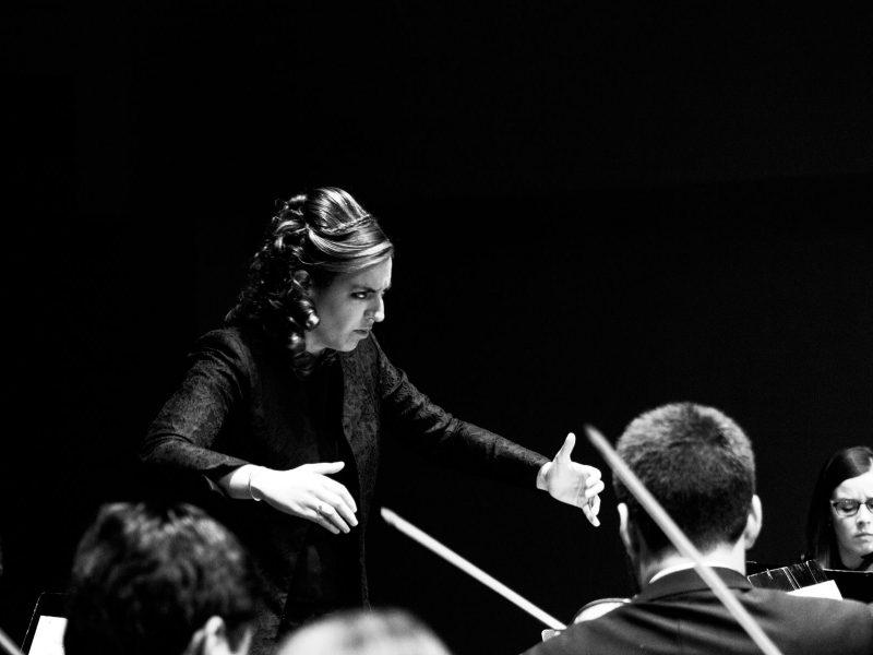La joven directora de orquesta española Lara Diloy
