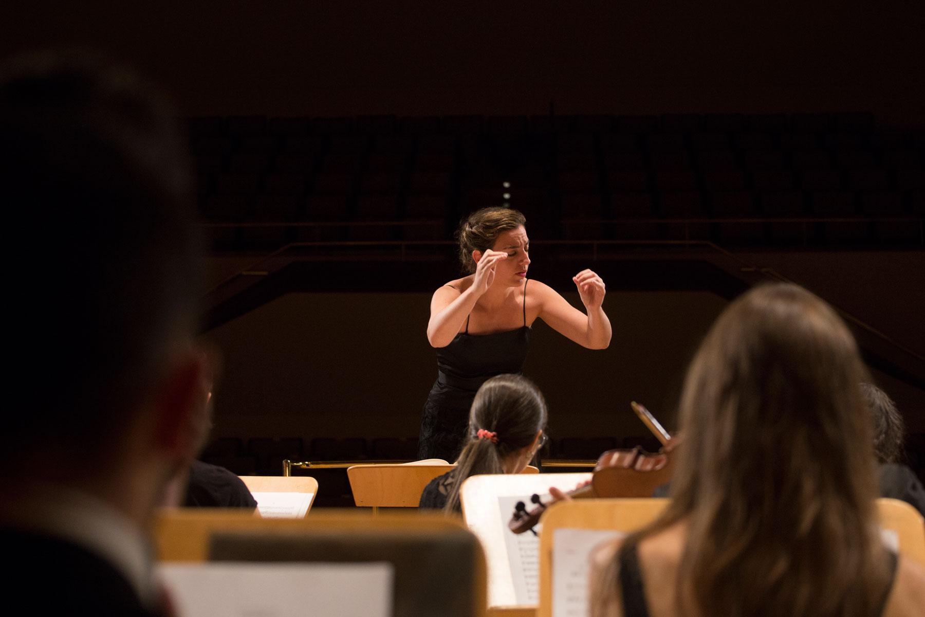 La directora de orquesta Lara Diloy en el Auditorio Nacional