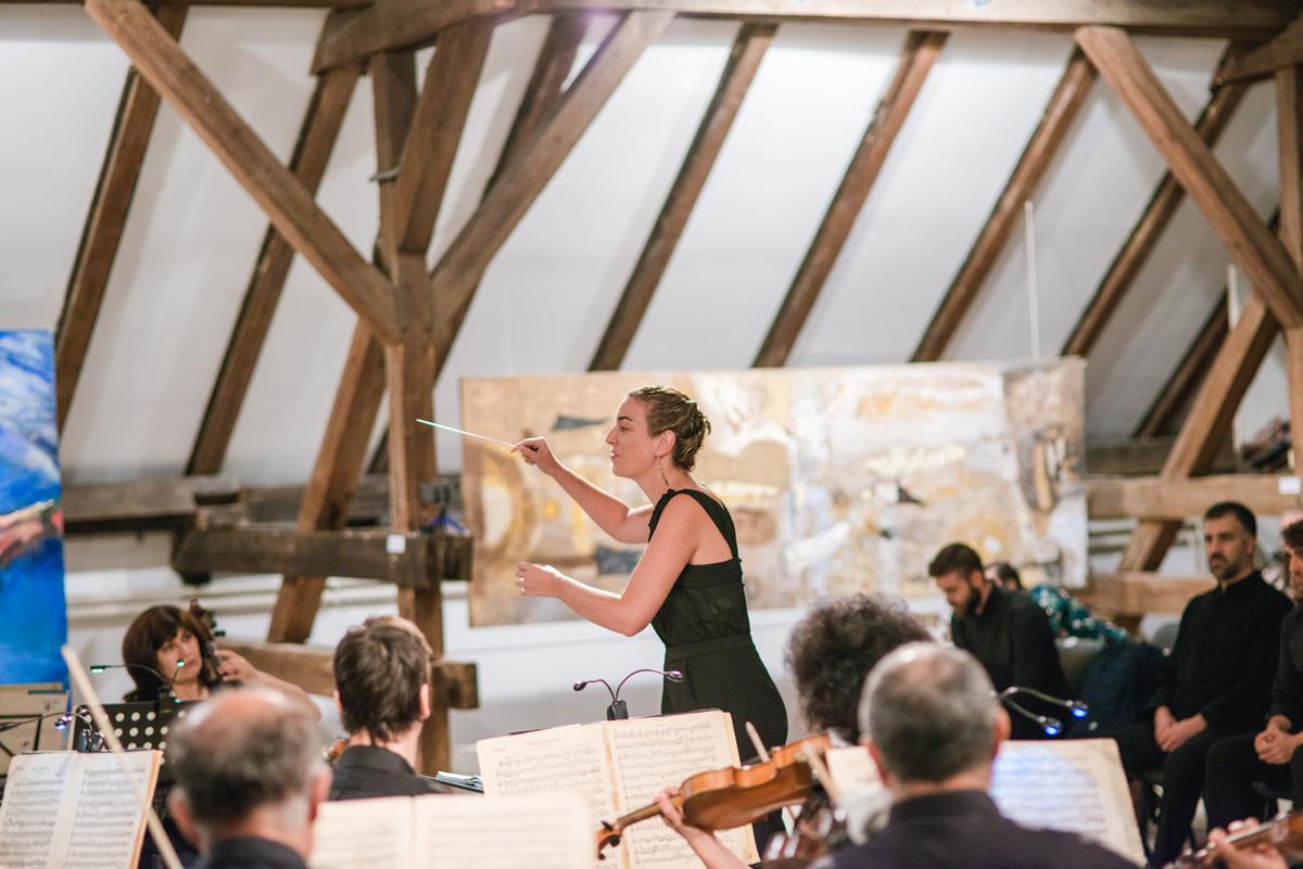 La directora de orquesta Lara Diloy entrevistada en Tolerancia Cero, de Radio 5